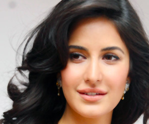 face-of-katrina-kaif-hd-wallpapers-300x250